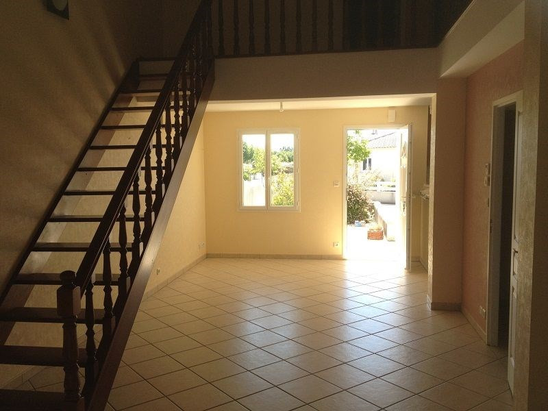 Rental house / villa Angliers 786€ CC - Picture 2