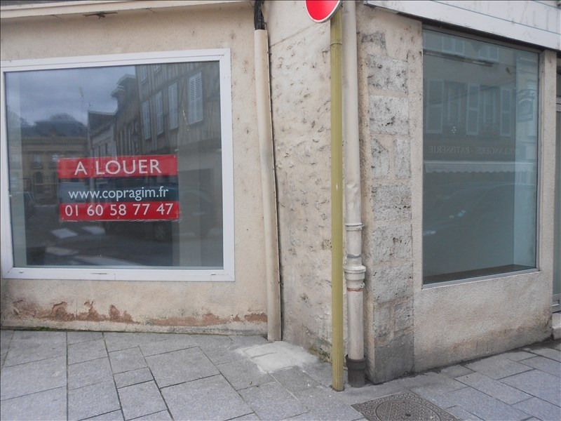 Location local commercial Provins 590€ HT/HC - Photo 1