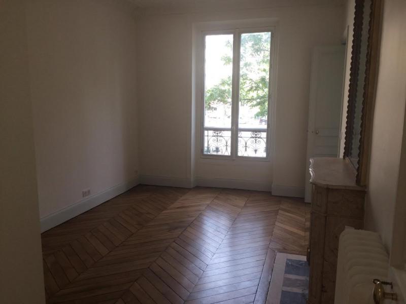 Location appartement Paris 11ème 2560€ CC - Photo 3