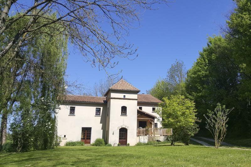Sale house / villa Ruffec 288750€ - Picture 1