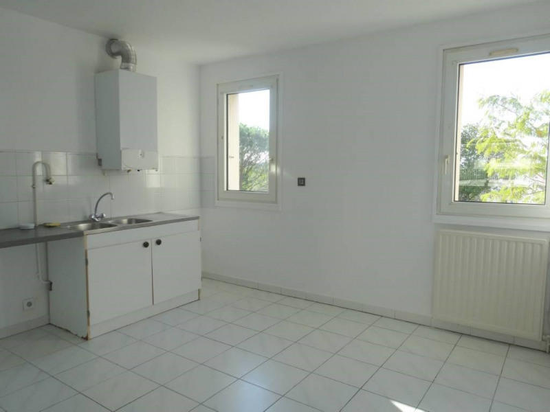 Rental apartment Les angles 734€ CC - Picture 7