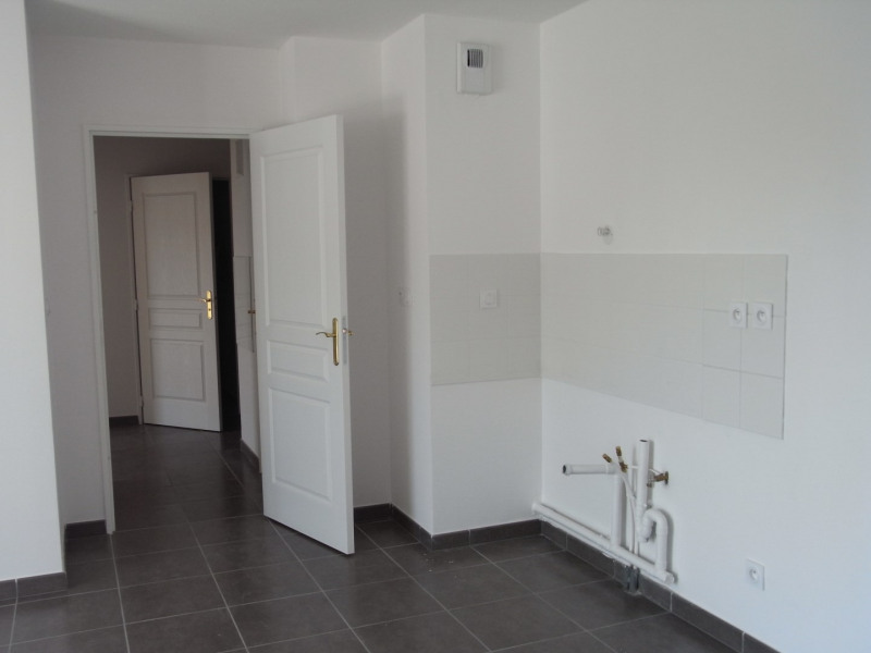 Location appartement Oullins 901€ CC - Photo 4