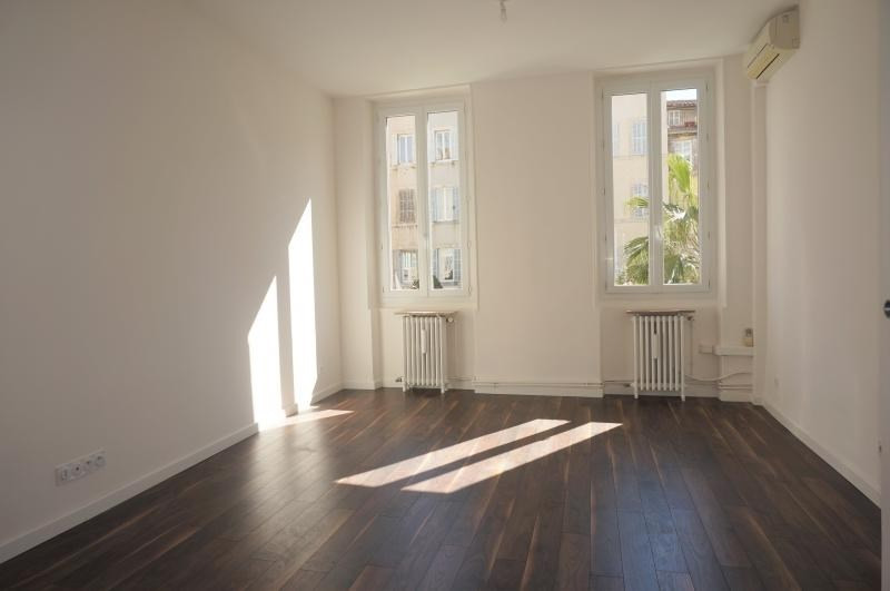Location appartement Marseille 1er 820€ CC - Photo 1