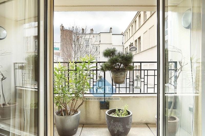 Deluxe sale apartment Paris 11ème 880000€ - Picture 1