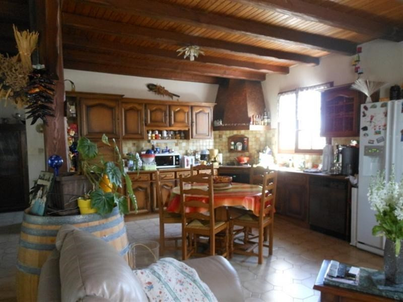 Sale house / villa St jean d angely 183000€ - Picture 3