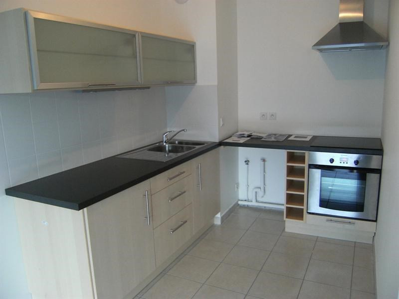 Rental apartment Chambery 625€ CC - Picture 2