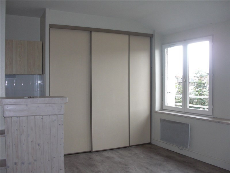 Location appartement Poitiers 306€ CC - Photo 1