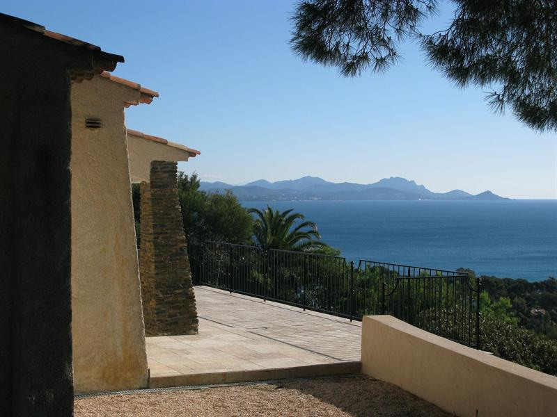 Vacation rental house / villa Les issambres 1 910€ - Picture 8