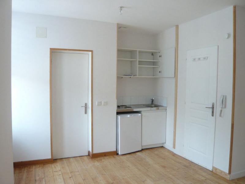 Rental apartment Laval 340€ CC - Picture 1
