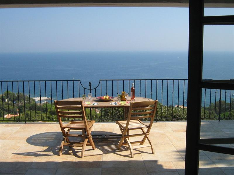 Vacation rental house / villa Les issambres 1 910€ - Picture 7