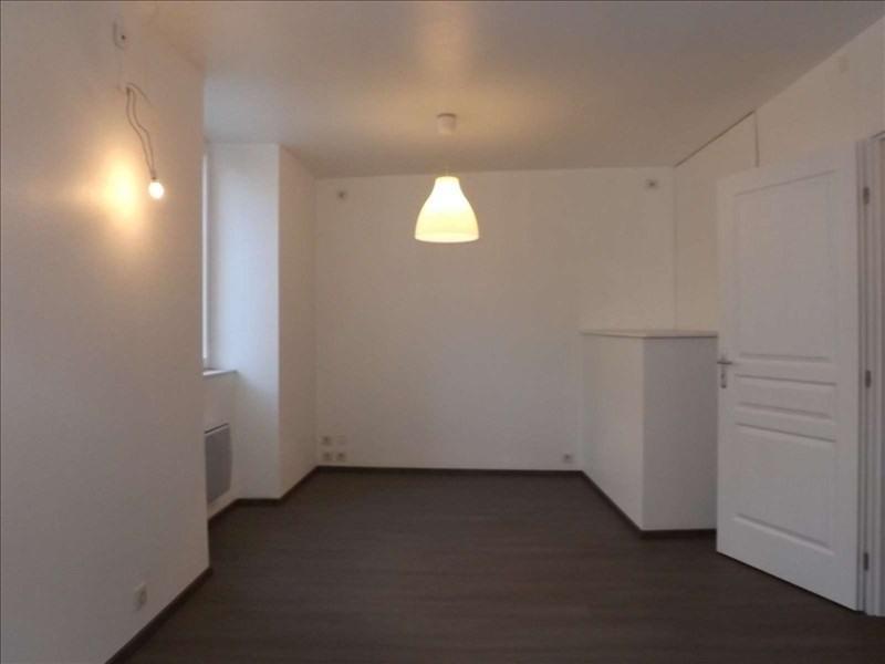 Verkoop  appartement Aubenas 74000€ - Foto 1