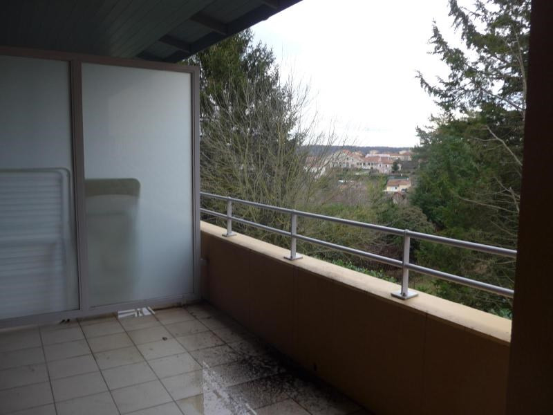 Location appartement Curis au mont d or 745€ CC - Photo 3