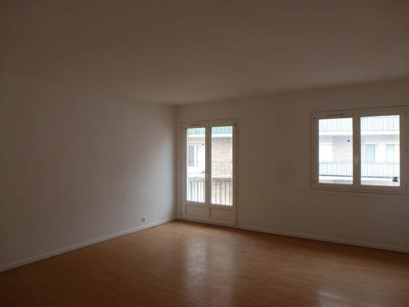 Rental apartment Maurepas 828€ CC - Picture 1