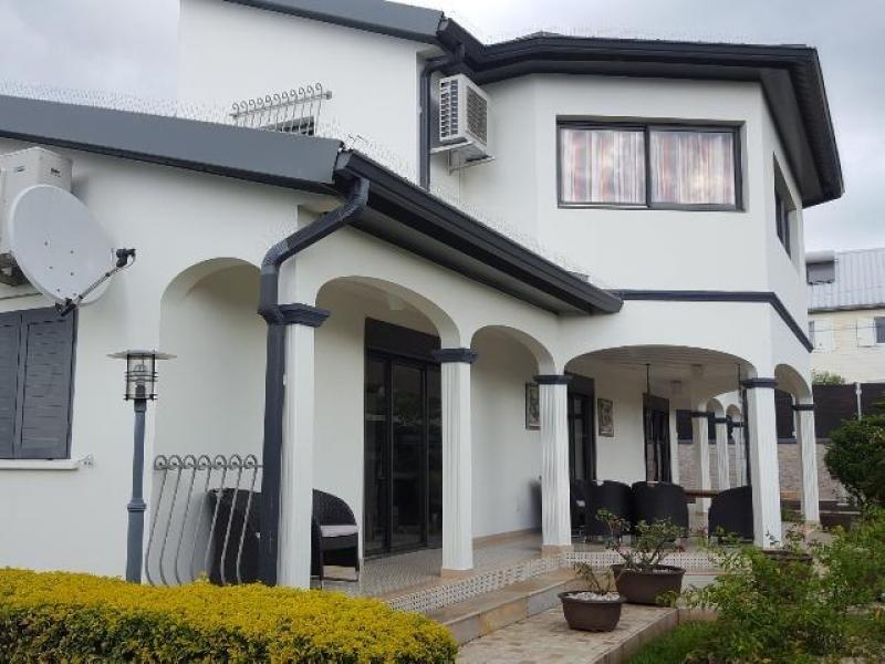 Deluxe sale house / villa Ste suzanne 695000€ - Picture 1