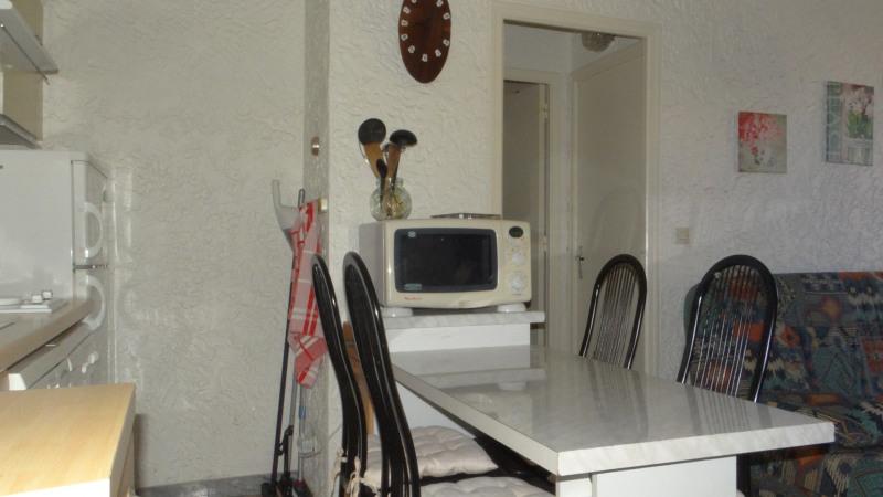 Location vacances appartement Cavalaire 420€ - Photo 5