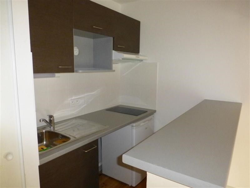 Rental apartment Saint-jean-d'angély 368€ CC - Picture 2