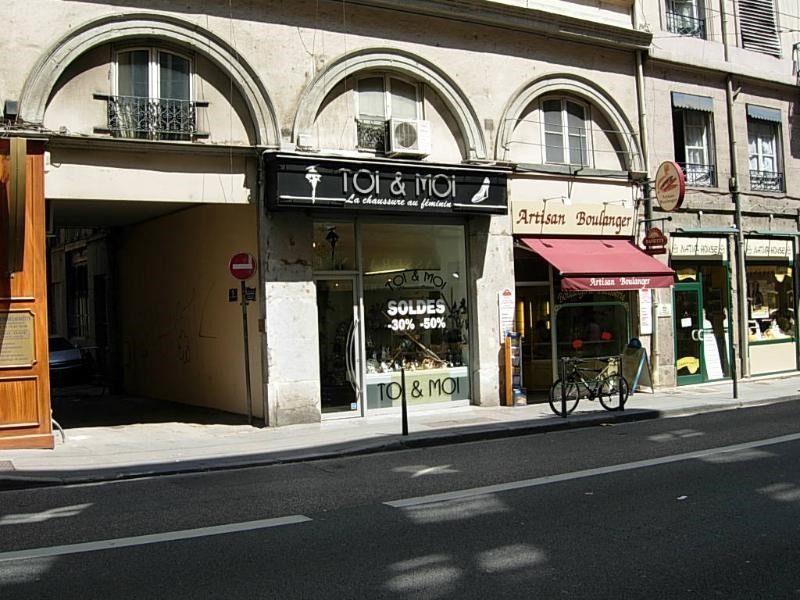 Location boutique Lyon 6ème 811€ CC - Photo 2