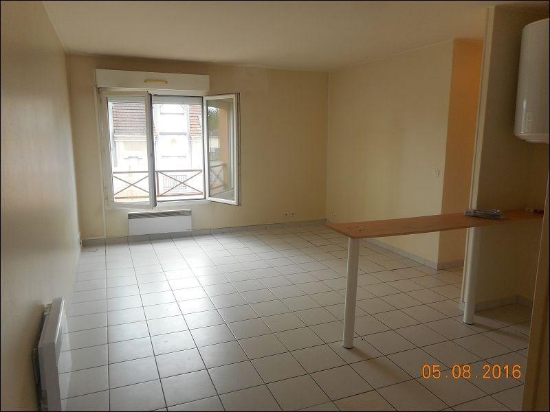 Location appartement Sainte genevieve des bois 639€ CC - Photo 1