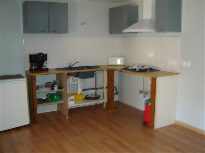 Rental apartment St jean d angely 370€ CC - Picture 2