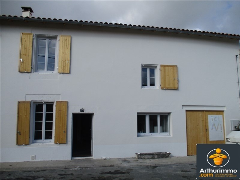 Sale house / villa St jean d angely 112800€ - Picture 1