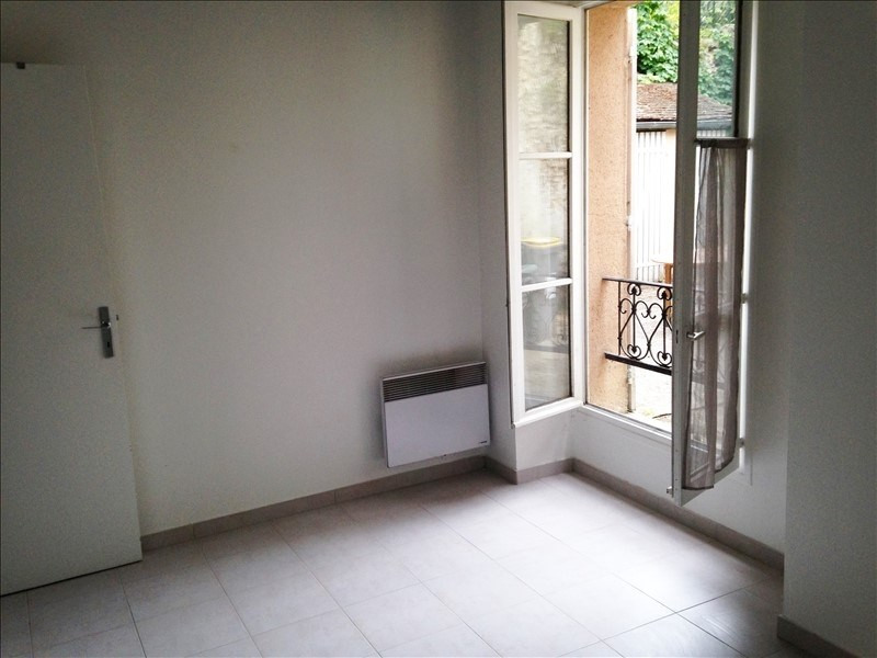 Rental apartment Jouy en josas 692€ CC - Picture 2