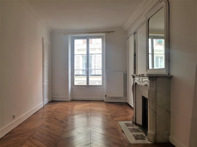 Rental apartment Paris 3ème 2 500€ CC - Picture 6