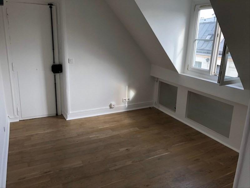 Rental apartment Paris 3ème 915€ CC - Picture 2