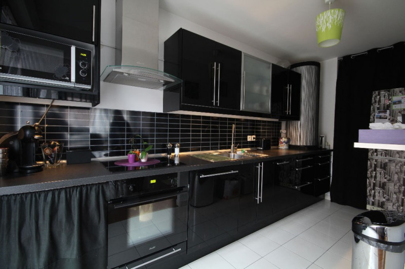 Sale apartment Carrieres sous poissy 242 000€ - Picture 2