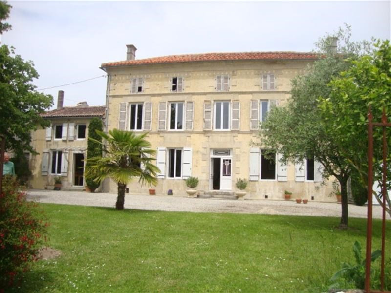 Sale house / villa Loulay 254400€ - Picture 1