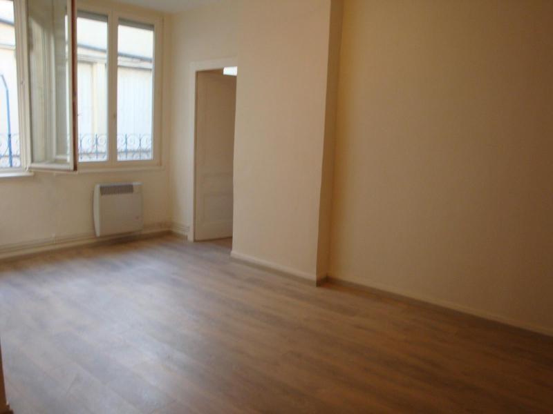 Location appartement Lyon 1er 806€ CC - Photo 3