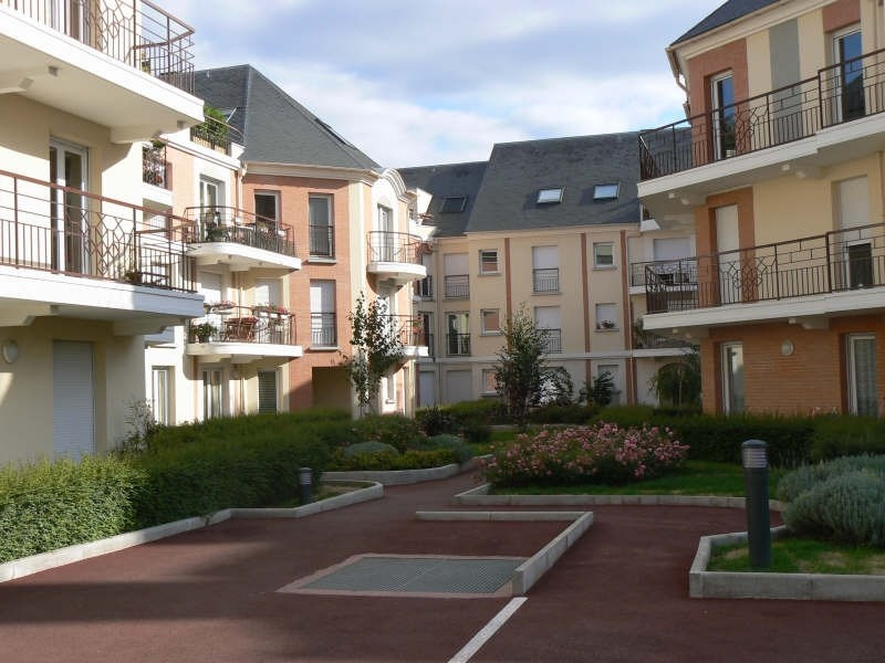 Rental apartment St ouen l aumone 650€ CC - Picture 1