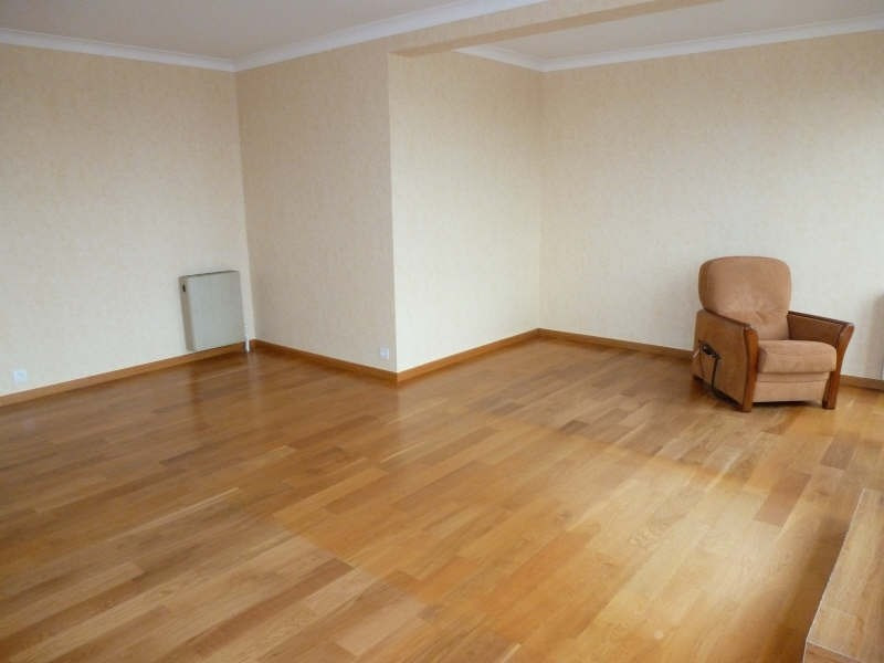 Location appartement Maurepas 1 072€ CC - Photo 2