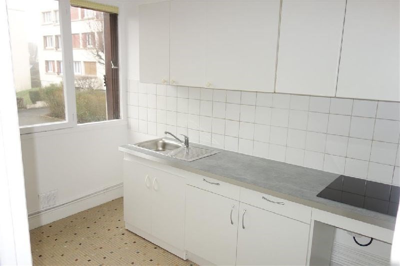 Affitto appartamento Ste genevieve des bois 850€ CC - Fotografia 1