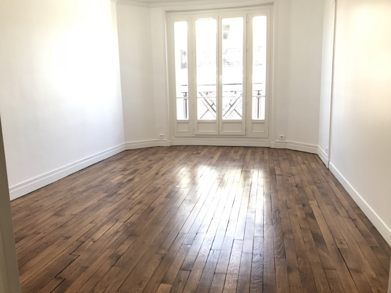 Rental apartment Paris 18ème 2 112€ CC - Picture 1