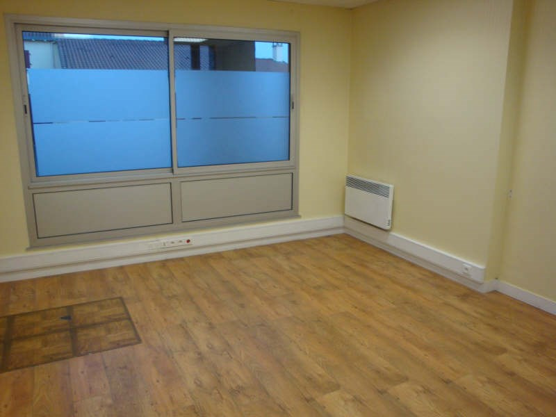 Sale office Cholet 147200€ - Picture 2