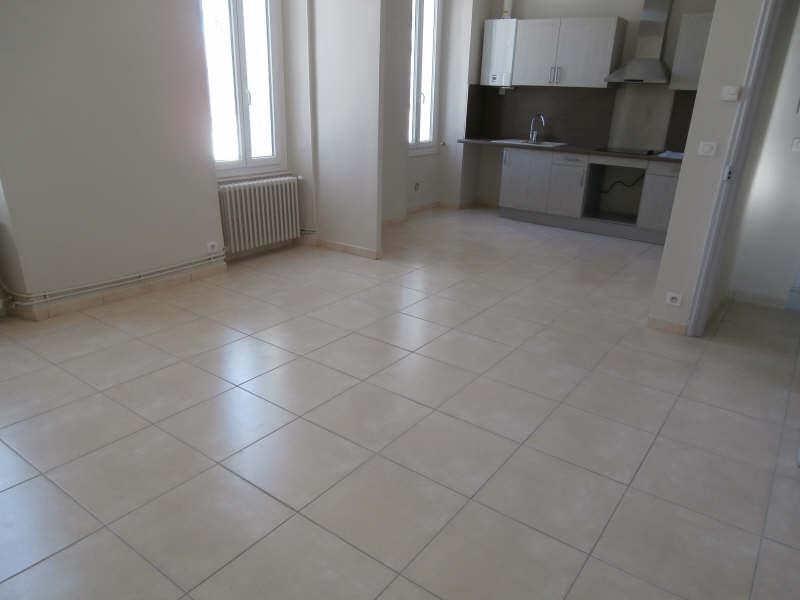 Rental apartment Salon de provence 850€ CC - Picture 1