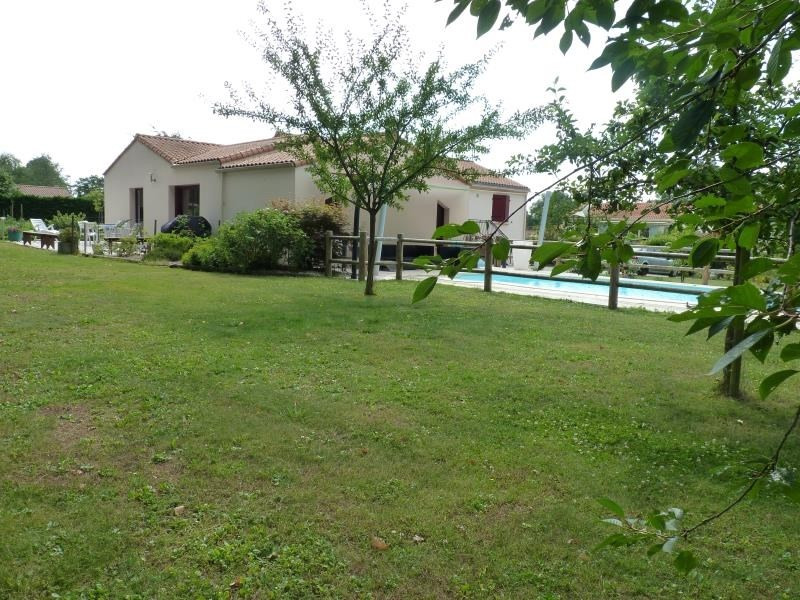 Sale house / villa La chaize le vicomte 375000€ - Picture 8