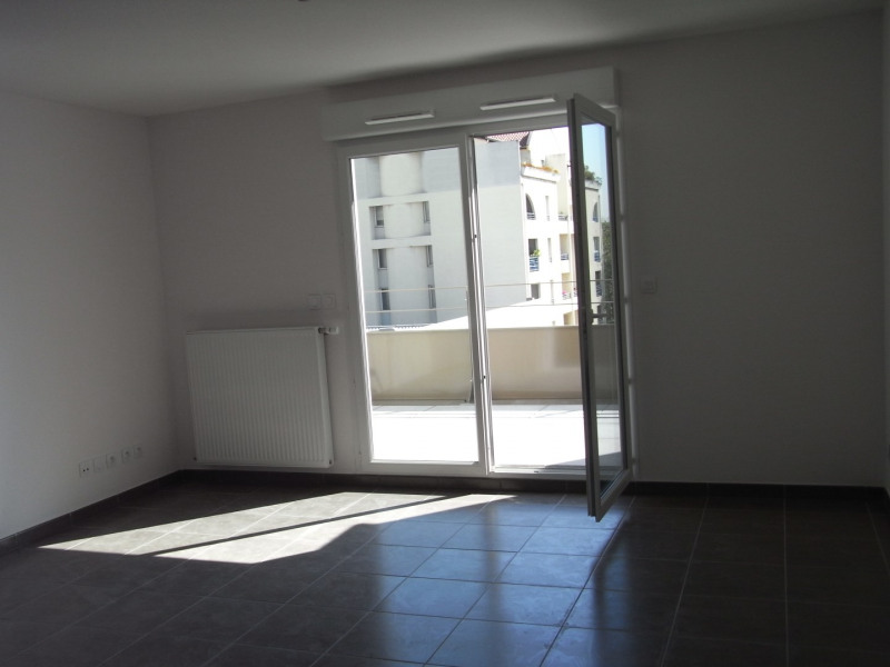 Location appartement Oullins 901€ CC - Photo 3