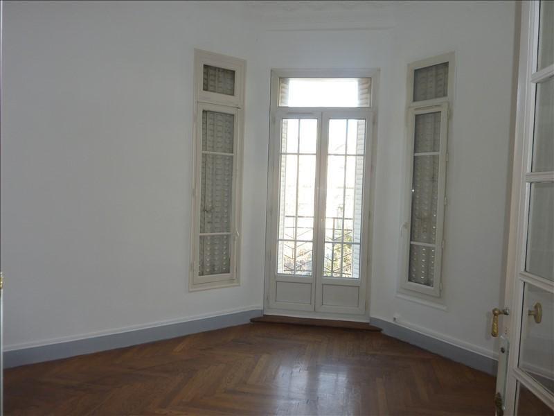 Location appartement Marseille 6ème 905€ CC - Photo 2