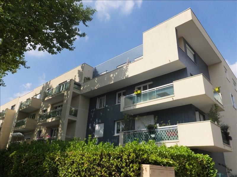 Rental apartment Montigny le bretonneux 835€ CC - Picture 1