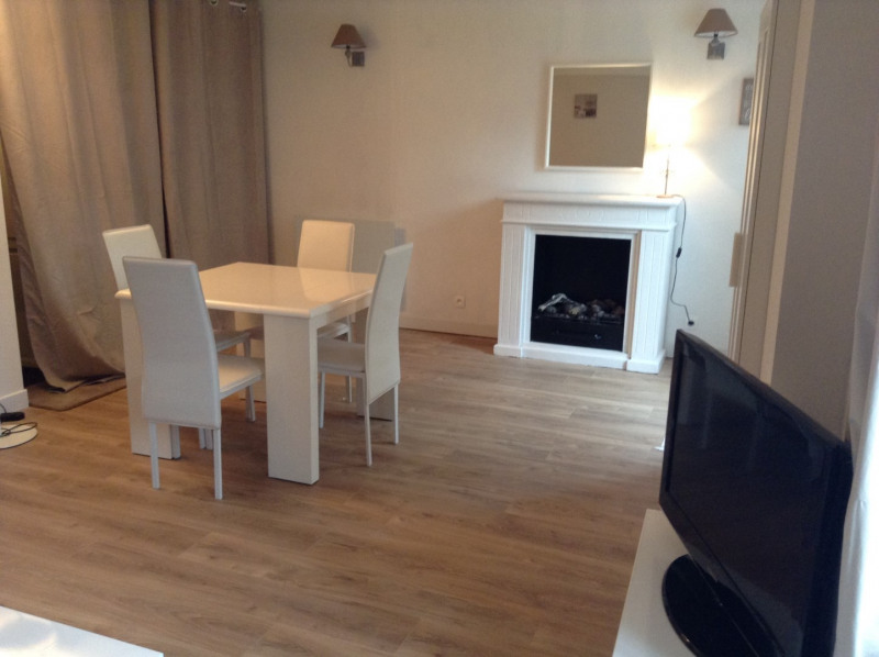 Location maison / villa Fontainebleau 1 300€ CC - Photo 2