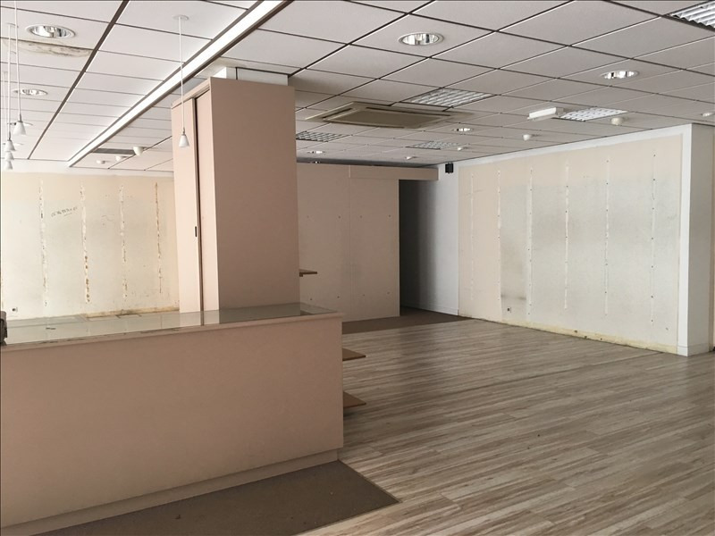 Location local commercial Fougeres 1500€ HT/HC - Photo 3