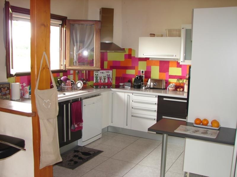 Sale house / villa L isle jourdain 246 750€ - Picture 2