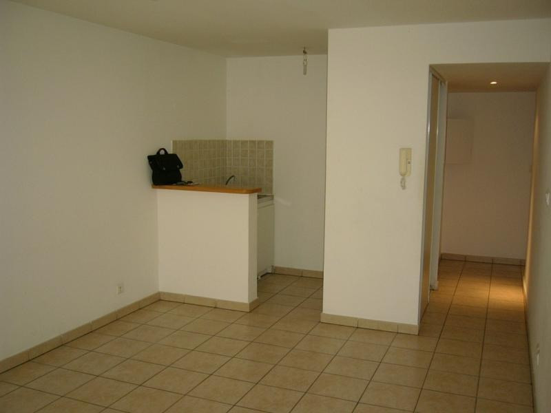 Rental apartment St denis 396€ CC - Picture 5