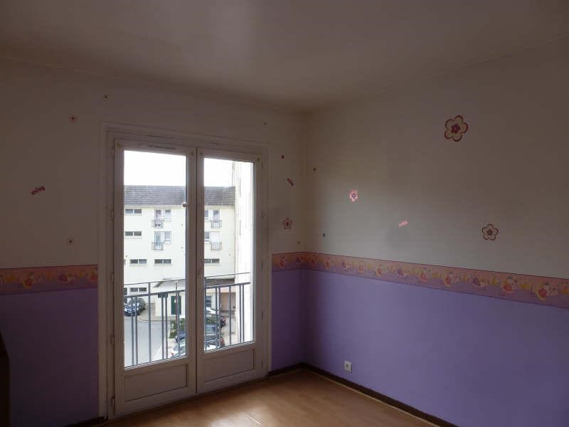 Rental apartment Maurepas 828€ CC - Picture 3