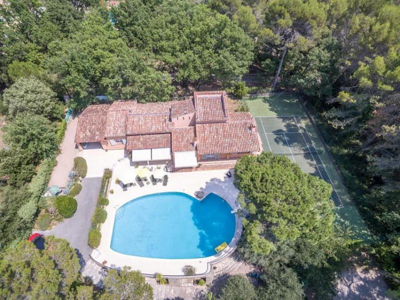 Vente de prestige maison / villa Bagnols en forêt 655000€ - Photo 1