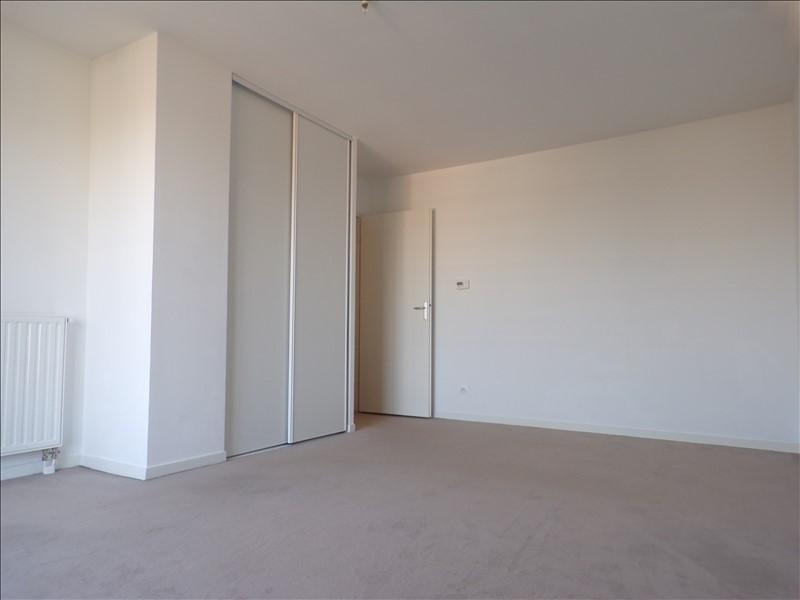 Rental apartment Montigny le bretonneux 922€ CC - Picture 2