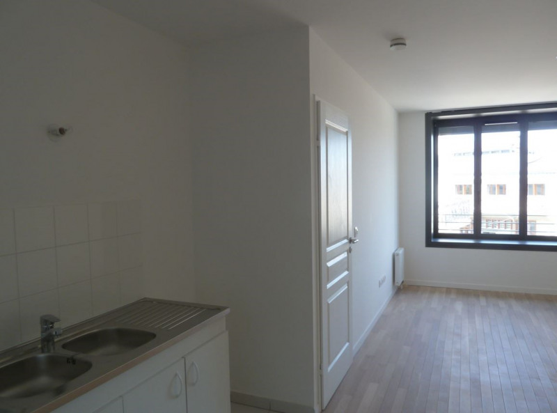 Location appartement Paris 18ème 1 060€ CC - Photo 3