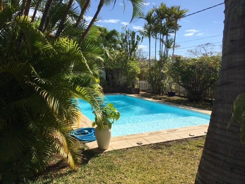 Deluxe sale house / villa St gilles les bains 780000€ - Picture 2