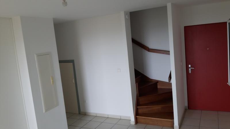 Location appartement Ste clotilde 850€ CC - Photo 2